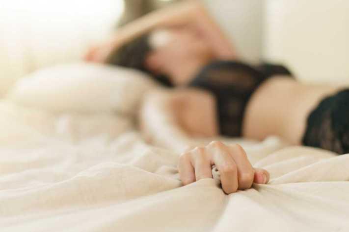 El orgasmo femenino no produce ovulación cuando se presenta, lo cual ayuda a que la mujer lo viva con libertad.