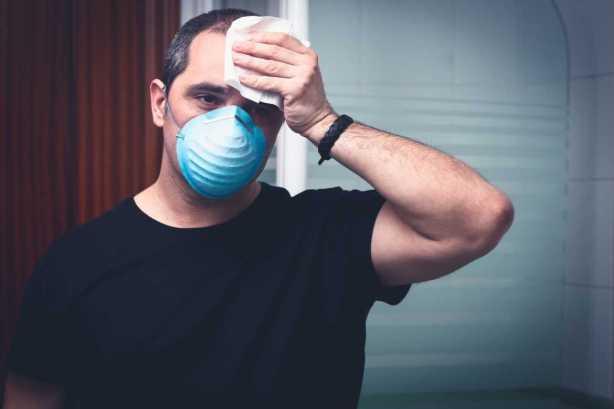 Existen muchas enfermedades que pueden causar hiperhidrosis, provocando sudar en exceso de manos, pies, cara y axilas.