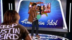 Harry Connick Jr. cradles American Idol Hopeful