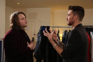 Adam Lambert helps a Hopeful prepar
