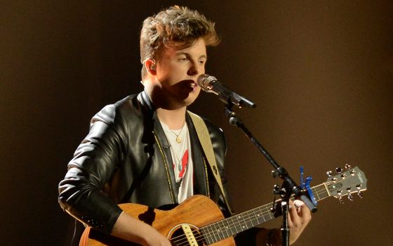 Alex Preston performs on American Idol 2014