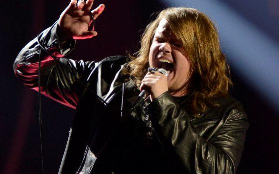 Caleb Johnson sings on American Idol 2014