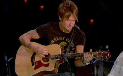 Keith Urban performs - Source: FOX