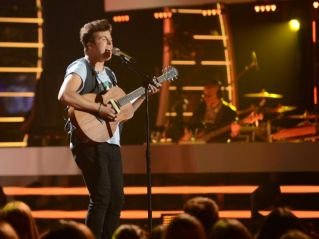 american-idol-2014-top-3-performances-alex-03