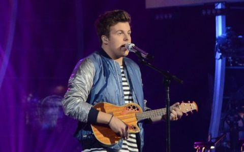 american-idol-2014-top-4-performances-alex-00