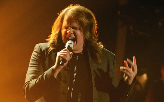 Caleb sings on American Idol 2014