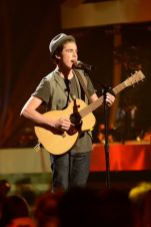 american-idol-2014-top-5-performances-sam-woolf-02