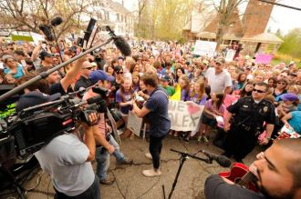 Crowds gather for Alex Preston