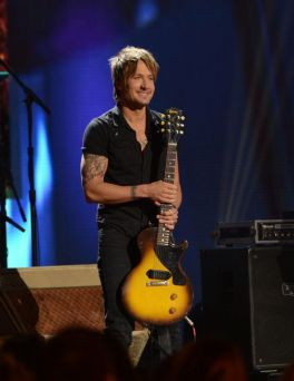 Keith Urban performs on American Idol 2014 - 01