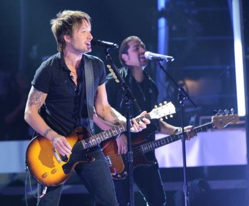 Keith Urban performs on American Idol 2014 - 03