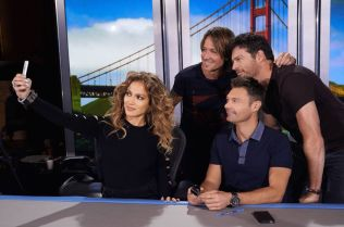 American Idol 2015 judges gather for a selfie
