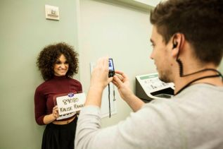 American Idol 2015 Hopefuls prepare to audition - 06