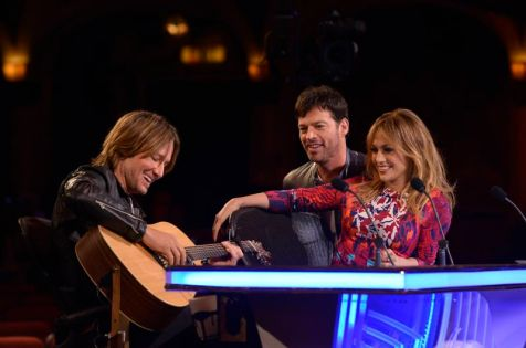 Keith Urban plays guitar on American Idol