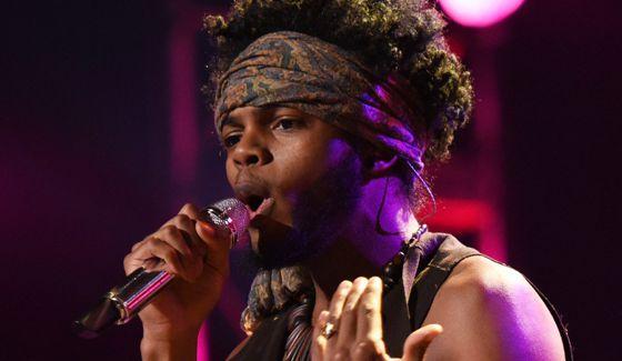 Quentin Alexander sings on American Idol 2015