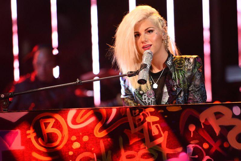 american-idol-2015-top-9-jax-01