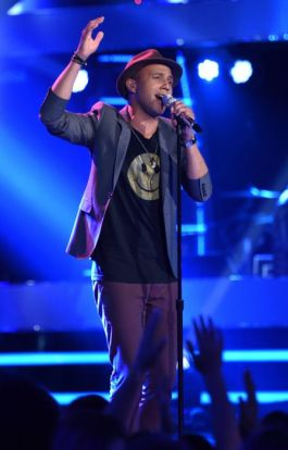 american-idol-2015-top-9-rayvon-owen-01