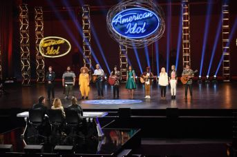 american-idol-2016-hollywood-solo-01