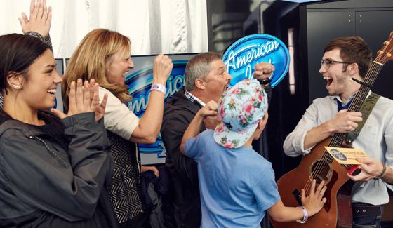 American Idol 2016 Hopeful receives a Golden Ticket