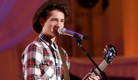 Thomas Stringfellow performs on American Idol 2016
