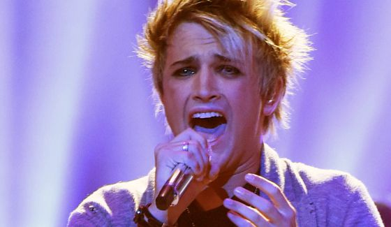 Dalton Rapattoni performs on American Idol 2016