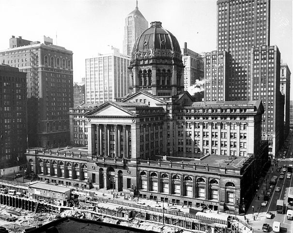 1905 photograph of the Chicago Federal Building, designed by Henry Ives Cobb (Public domain image courtesy of Wikimedia Commons)