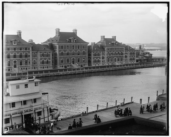 Immigrants arriving at Ellis Island, 1905 (Courtesy of the Library of Congress)