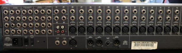 Mackie 32-4 Analog Mixer back l