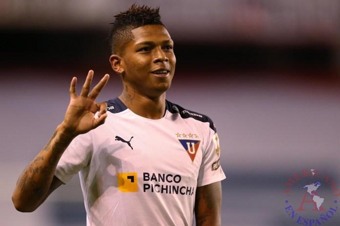 Billy Arce, de la Liga Deportiva Universitaria de Ecuador, fue registrado este jueves al celebrar un gol que le anotó a Unión La Calera de Chile, durante un partido del grupo G de la Copa Libertadores, en el estadio de LDU, en Quito