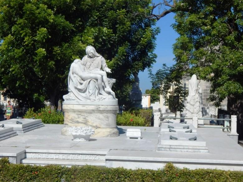 Colon Cemetery, Havana, marble statues