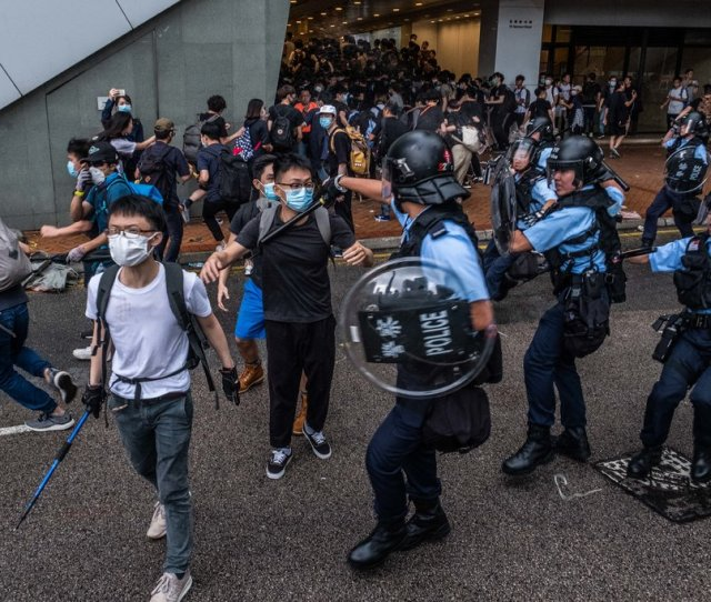 Demonstrators Clashing With Riot Police Credit Lam Yik Fei For The New York Times