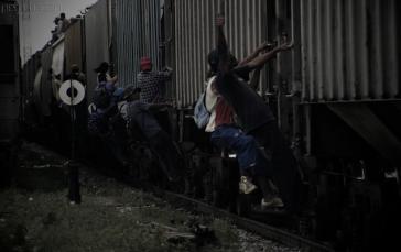 Migranten auf einem Güterzug