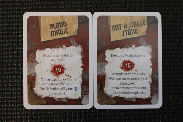 Twee willekeurige objective kaarten.