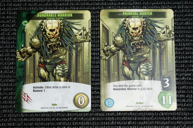 Een startkaart en Predator avatar kaart (rechts). Een speler krijgt beide kaarten bij het begin van het spel. Links