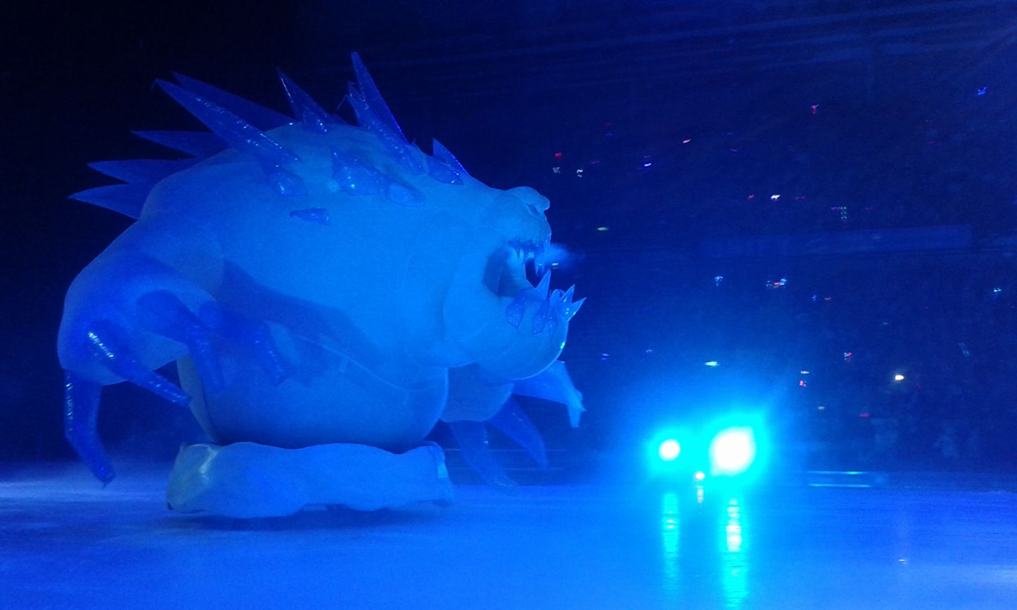 Blogmas Day 16 | A family night out with Disney's Frozen On Ice