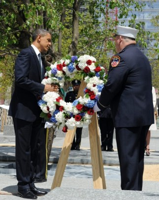 US President Barack Obama lays a wreath