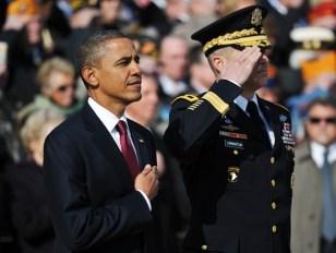 US President Barack Obama (L) and US Arm