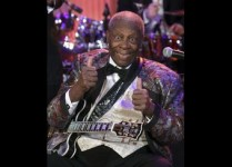 """Blues legend B.B. King signals approval while performing as part of the """"In Performance at the White House"""" series, in Washington"""