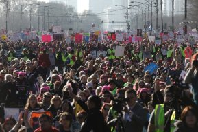 women-march-19-500000-estimated-people-marching-here-in-chicago