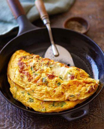 amfora-london-breakfast-in-bed-omellet