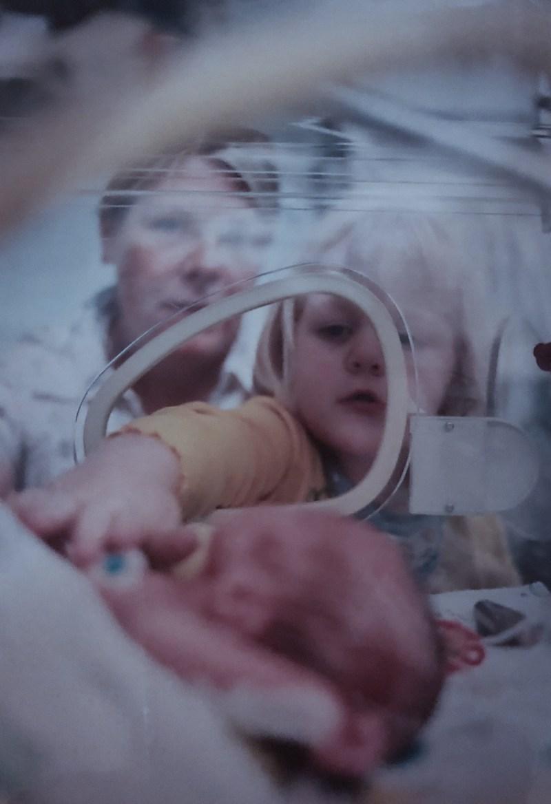 Foto Geschwisterkinder Inkubator