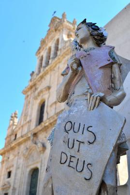San Giorgio (ceramics). Sculpture by Luigi Gismondo located in Grammichele