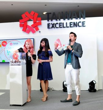 Alodia and Ashley Gosiengfiao dropped by on Day 3 of the Taiwan Excellence Experience Zone for the lucky draw