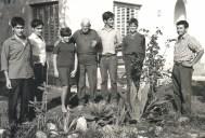 Pere Dot amb tots els seus nets, d'esquerra a dreta: Victor, Robert i Pilar,Pere Dot, Albert, Pere Jr. I Jordi . dècada anys 19 60.Foto: arxiu família Dot.
