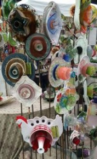 Amigas4all vintage fair things to do plate flowers