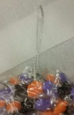 halloween-candy-wreath-rope-image