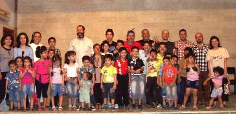 Niños, papás, sacerdotes, religiosas... todos disfrutan de sus espectáculos