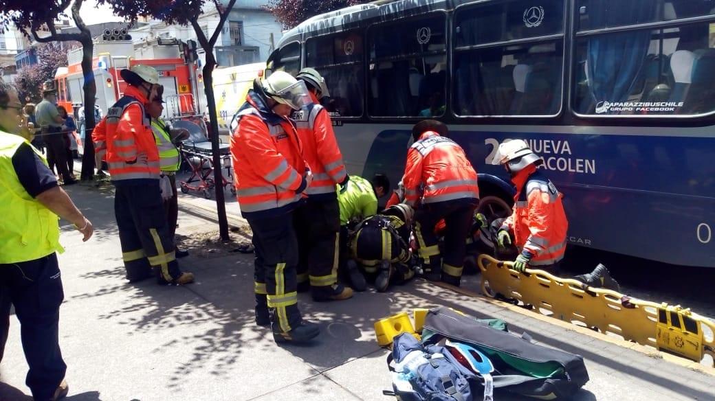 Joven fue atropellado en centro de Concepción quedando bajo el bus