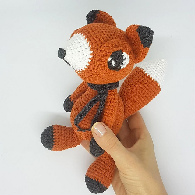 Amigurumi fox crochet pattern with huge eyes