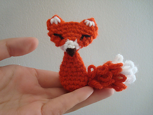 Squinty fox amigurumi pattern