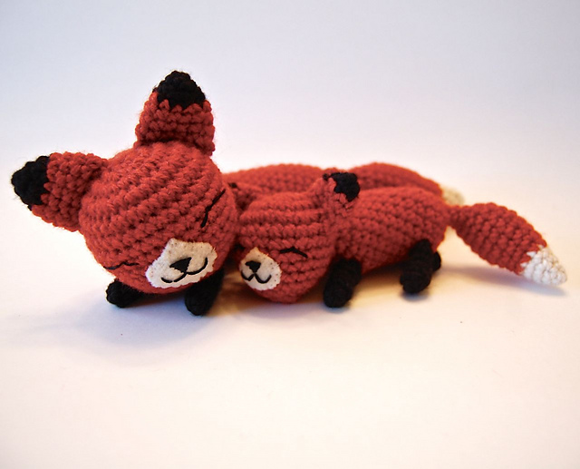 amigurumi foxes - mother and baby fox toy